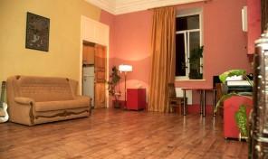 Сдаётся 2-комнатная квартира в центре, 350 у.е., ТОРГ.
